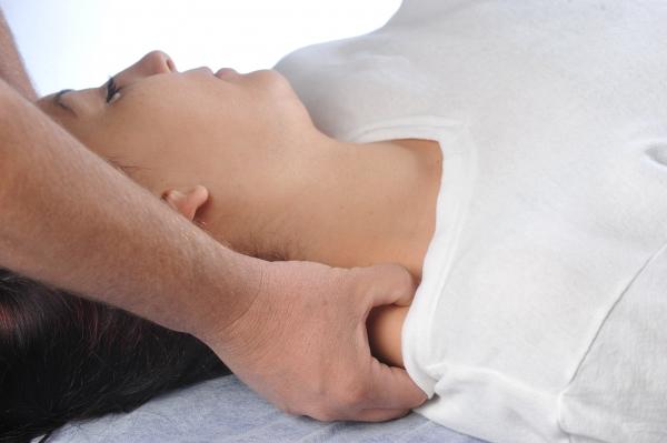 כאבי צוואר כתוצאה מחולשה של שריר בטן